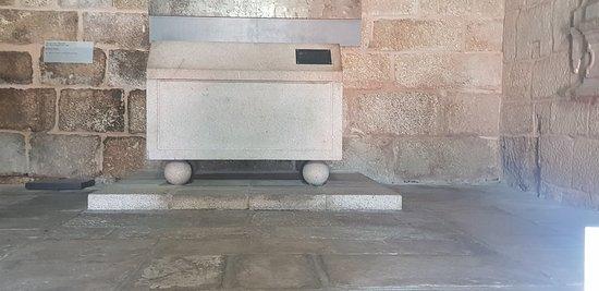 Igreja de Santiago e Panteão dos Cabrais: 20180612_122306_large.jpg