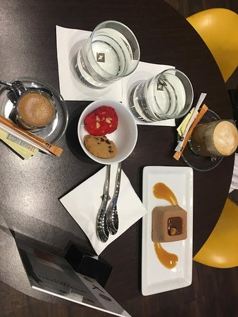 Nespresso boutique in Miami Beach: some sweets and chocolate mousse