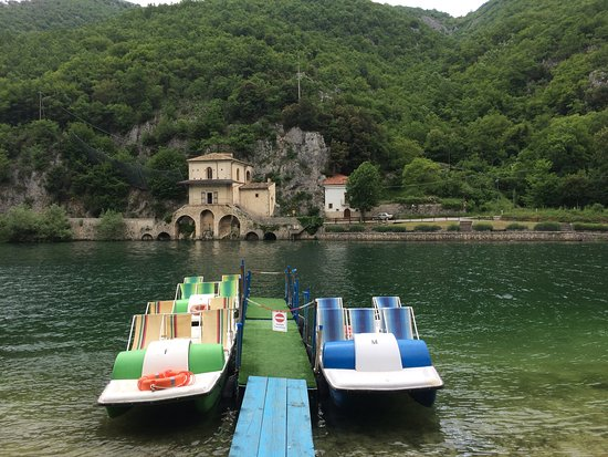 Il Lago di Scanno: Tretbootverleih am See