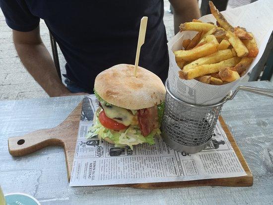 Chef Burger: Un tipo di hamburger che servono