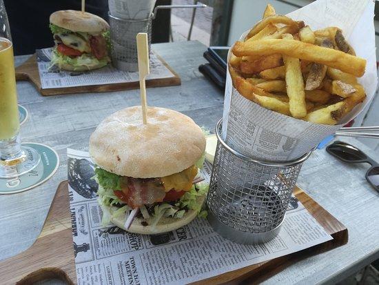 Chef Burger: Hamburger on the rocks