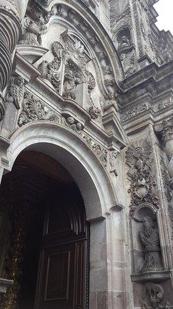 Ναός της Αδελφότητας του Ιησού (Ιγκλέσια ντε λα Κομπανία ντε Χεσούς): Exterior abundance.