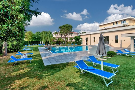 Facciata hotel photo de hotel terme belsoggiorno abano for Hotel bel soggiorno abano