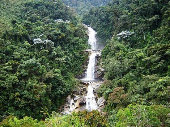 Antioquia Department, Colombia: Los chorros de tapartó , un lugar de tres enormes cascadas, la primera de 100, de 65 y 45 metros