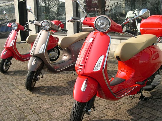 Saras Italy: Vespa trip, daytrip or several nights with tourleader