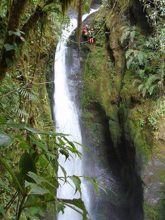 Antioquia Department, Colombia: canyoning con uno de nuestros visitantes desde españa