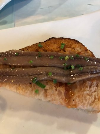 Restaurant La Sirena: local anchovies