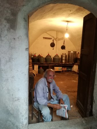 Zuccarello, Italie : A riposo nella propria cantina