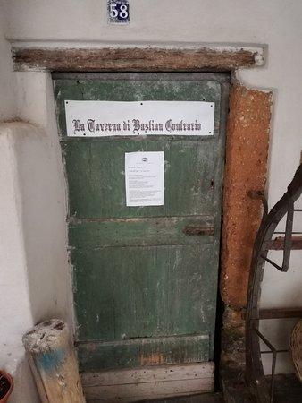 Zuccarello, Italie : La taverna di Bastian Contrario