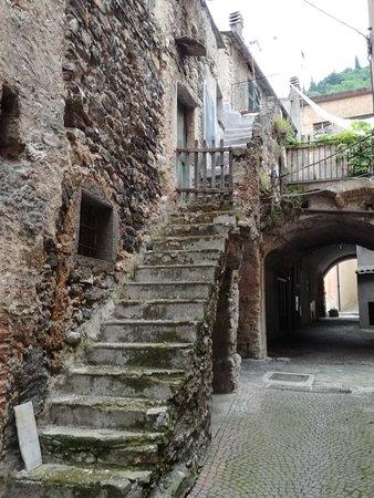Zuccarello, Italie : Ingresso medievale