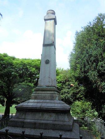 Côté du monument
