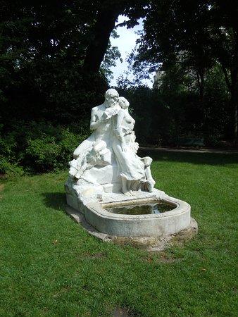 Statue Un Premier Frisson