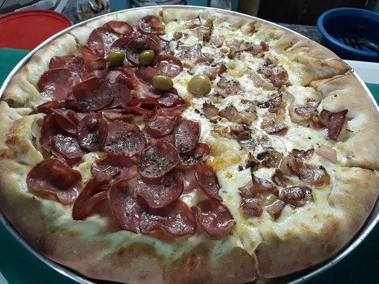 Dourados, MS: Meia Calabresa sem cebola e meia bacon!