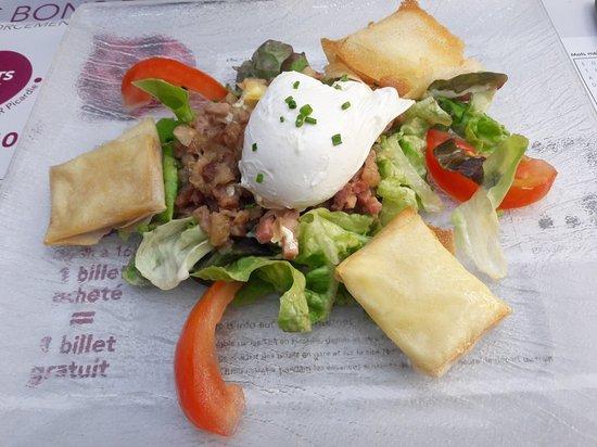 Holnon, Francia: Croustillant Maroilles, oeuf poché, lardons