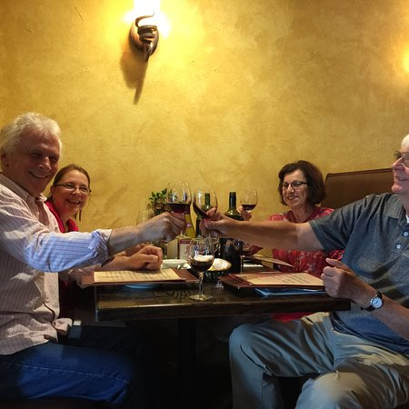 Middlesex, NJ: Wonderful birthday dinner!  Great food, service and entertainment!