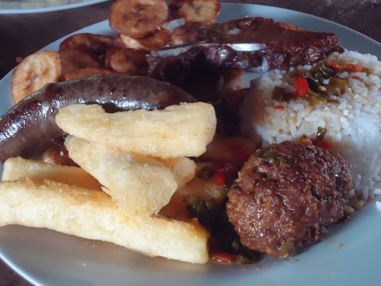 Pozuzo, Peru: degustar platos como el mixto tipico sera una maravillosa experiencia para su paladar