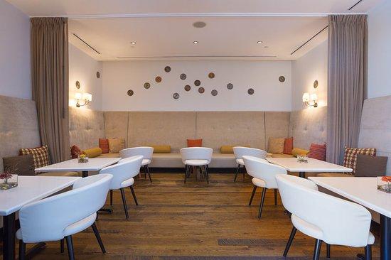 هوتل إنديجو أثينز يونفرستي إريا: Restaurant