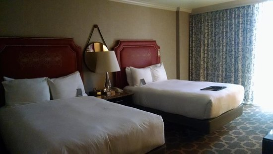 Fairmont Dallas: Two comfortable beds with lots of room