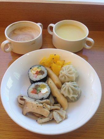 Metro Hotel: complimentary breakfast