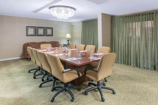 Crowne Plaza Hickory Meeting Rooms
