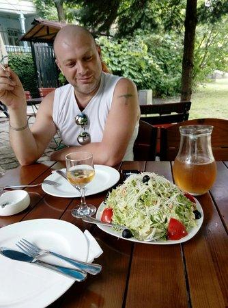 Taverna Guliani: Обслуживание на высшем уровне,  порции огромные,  ооочень вкусно и не дорого,  мы в восторге!