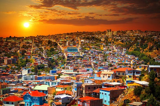 Small-Group Tour to Viña del Mar and Valparaiso from Santiago with Wine Tasting: Small Group Tour to Viña  del Mar and Valparaiso from Santiago with Wine Tasting