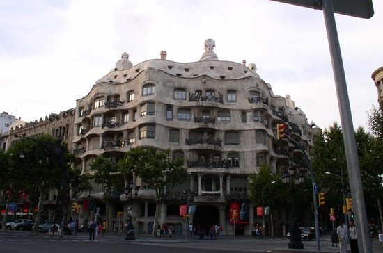 BARCELONA AND MONTSERRAT FULL DAY TOUR