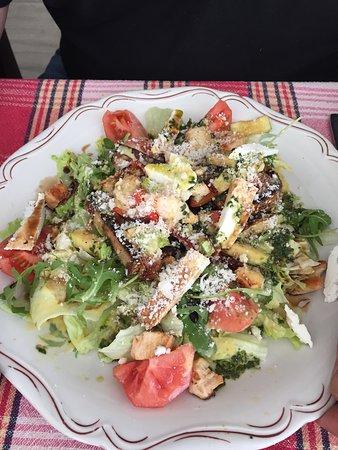 Botevgrad, Bulgária: Salad Byufeta
