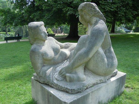 Statue Groupe de Baigneuses