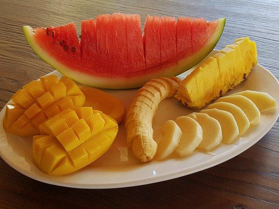 Tiki Bar and Restaurant: Fruit platter