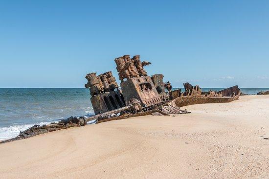 Macuti Lighthouse and Shipwreck