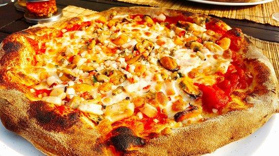 Yvoir, Belgium: Pizza aux fruits de mer