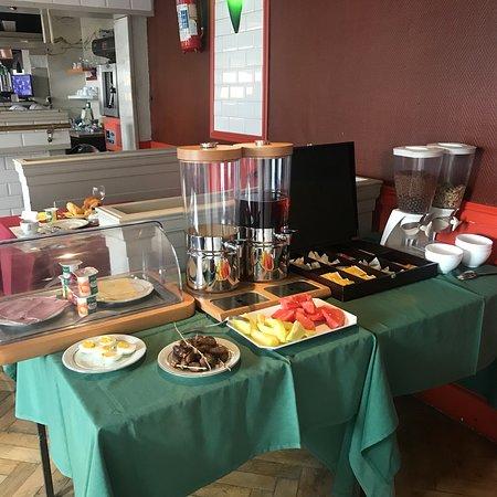 Bon-Secours, Belgium: Вкусный завтрак за 6 евро и свежий хрустящий круассан 🥐