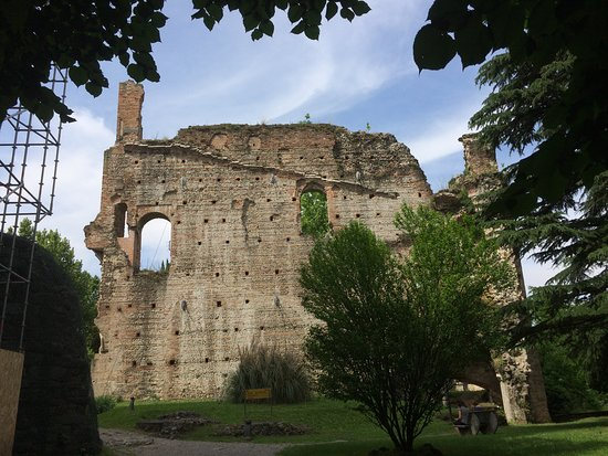 Castello Visconteo: Mura