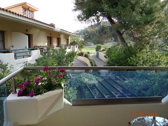 """Possidi Holidays Resort & Suites Hotel: Вид из двуместного номера в основном корпусе """"на гору""""."""