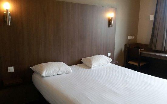 Arena Hotel : Chambre