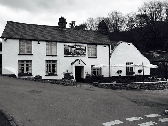 Milton Combe, UK: 16th Century Pub with Kitchen and Rooms