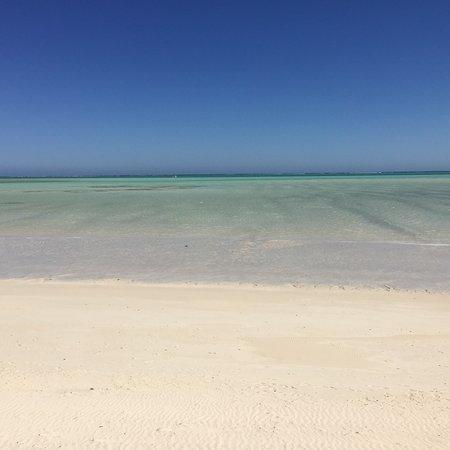 Toliara Province, Madagascar: Quel dégrade de couleurs ! Plage de rêve suffisament eloigne de tout pour y être seul :) what a