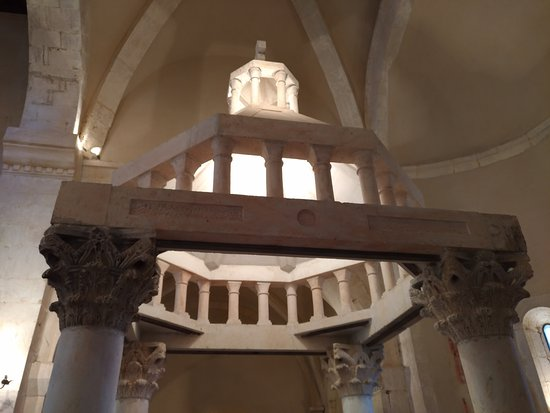 Bominaco, Italy: abbazia