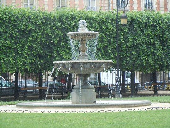 Fontaines de la Place des Vosges