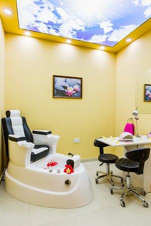 Almond Holiday Village: Manicure Bar - Pedicure Spa