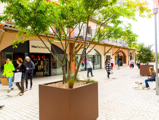 Rue basse Nailloux Outlet Village : Nike, Mango, Guy Degrenne, Triumph...