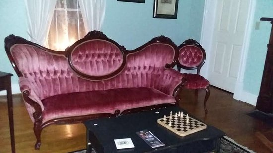 Appomattox, VA: This beautiful furnishings are appropriate for the civil war theme