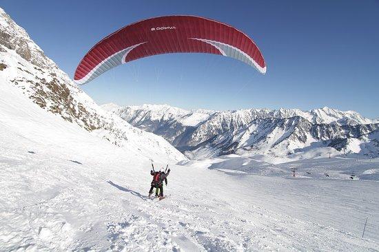 Pierrefitte Nestalas, France: Décollage à ski depuis le cirque du Lys