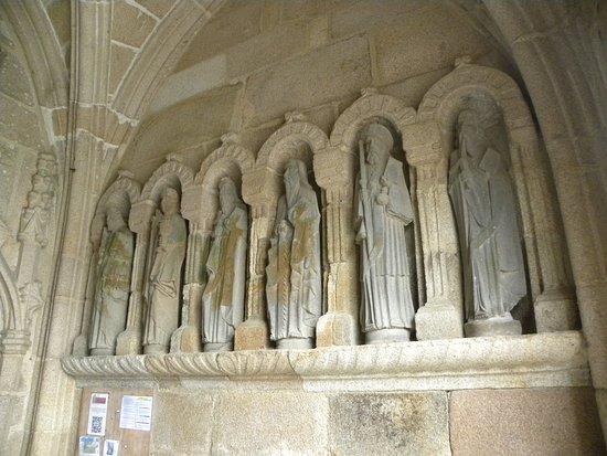 Saint-Michel-en-Greve, France: Porche