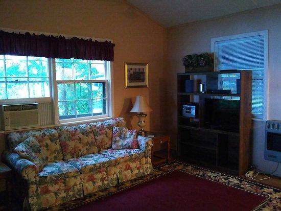 Cullowhee, NC: Living room