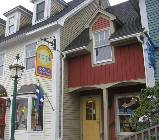 Kennebunk, ME: Storefront is set back a little ways