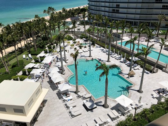 The St. Regis Bal Harbour Resort: VIEW OF TRANQUILITY POOL