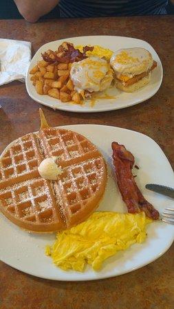 Perkins Restaurant & Bakery: Mufin e wafles