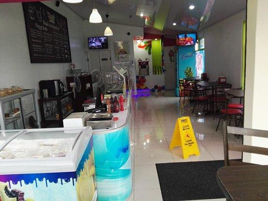 Yoggy Frozen Yogurt San Carlos